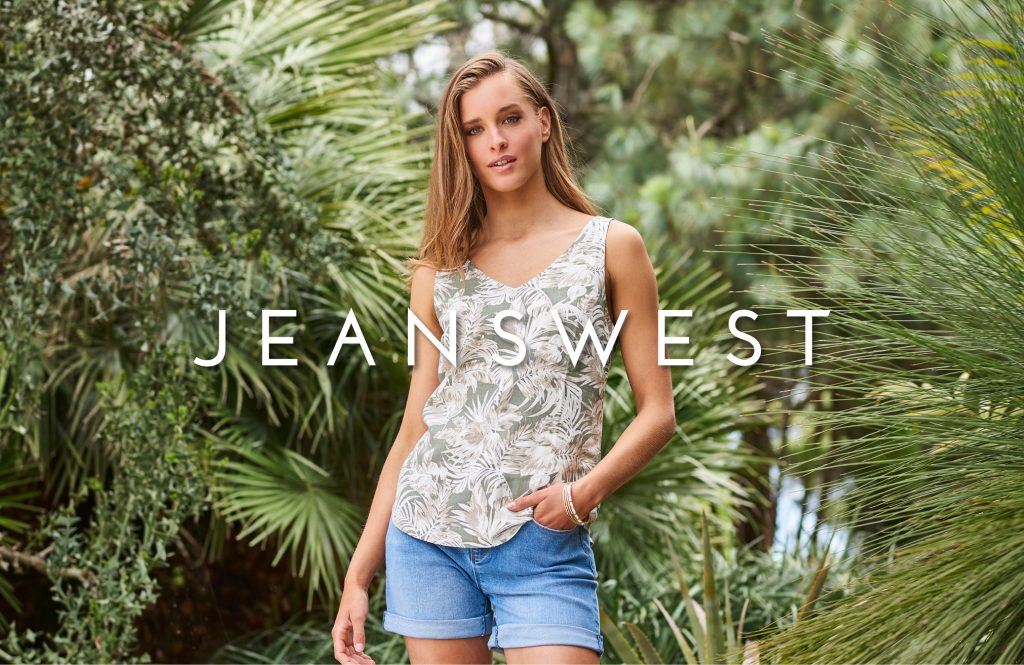 Jeanswest Lady in floral shirt denium pants